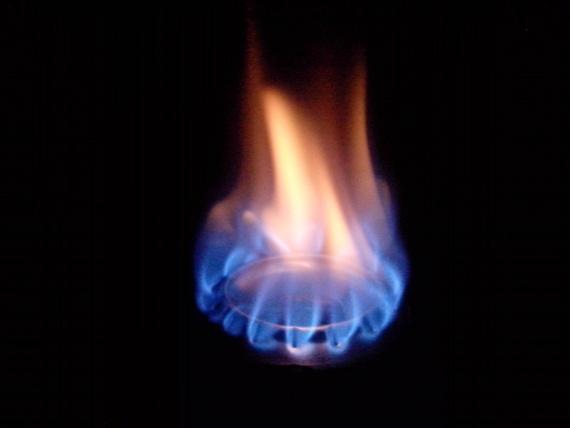 горит горелка из банок