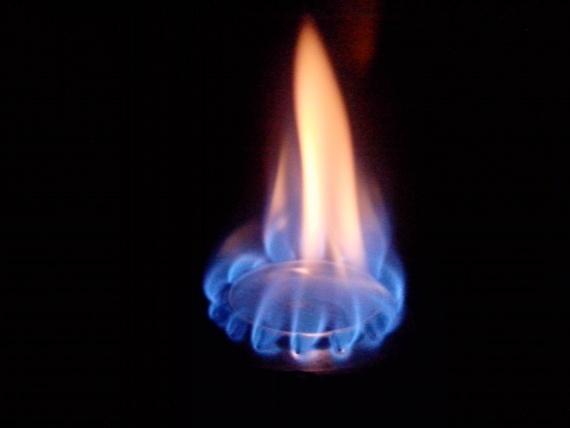 как горит спиртовка из банок горелка