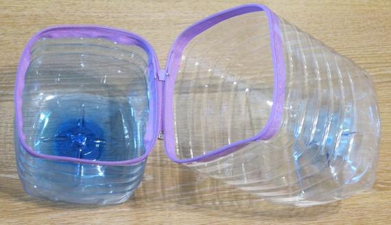 Коробка из пластиковых бутылок для хранения обуви