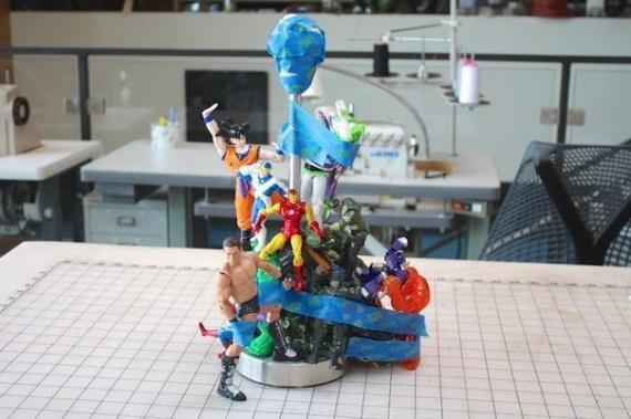 Креативная лампа из детских игрушек