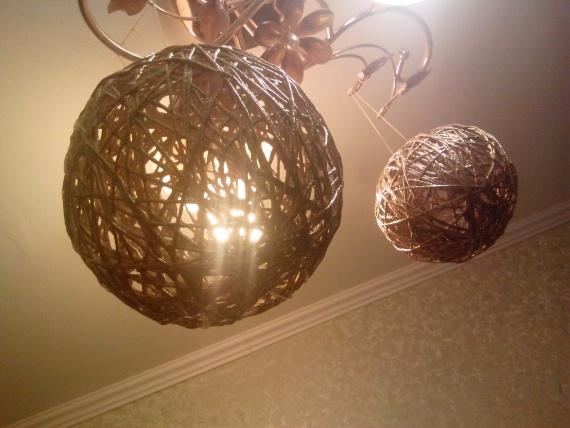Уникальный самодельный шарик из ниток и шарика с клеем