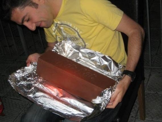гигантский KitKat